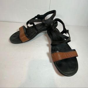 Keen leather black and brown sandals